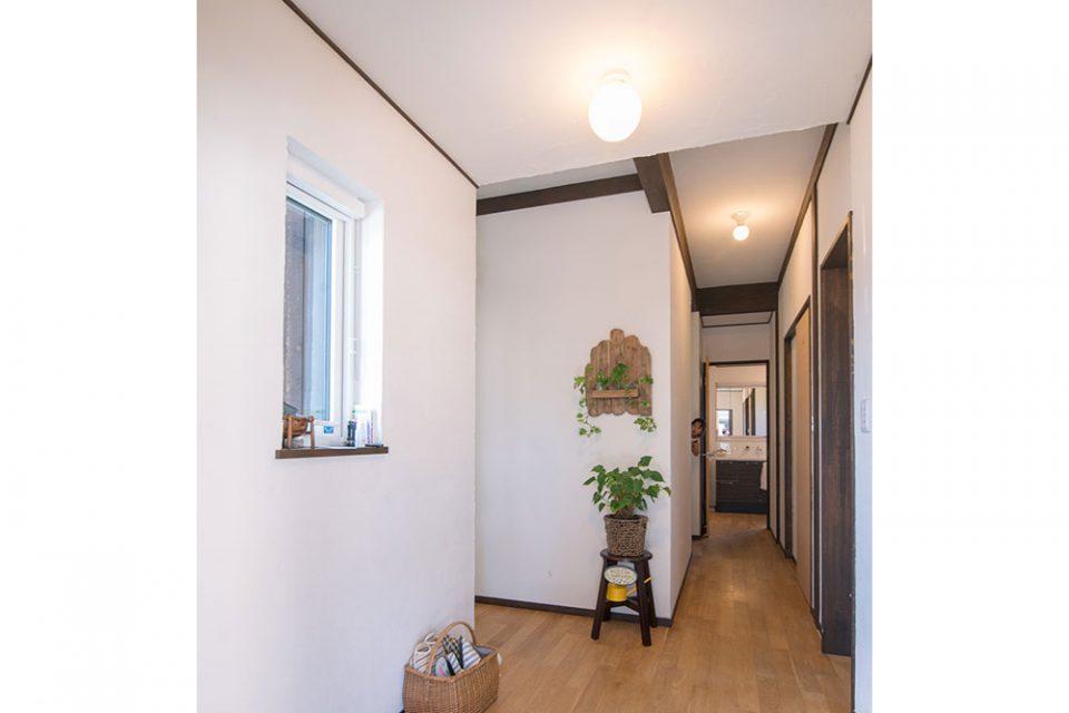 ドア側からホールを見るとオープンな空間を感じられます
