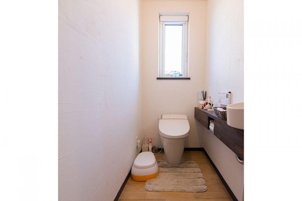 手洗い、棚付のトイレにも秘密が