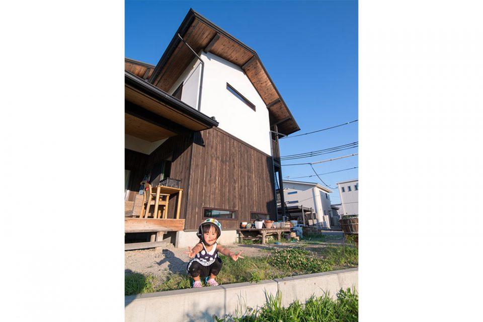 優しい両親と綺麗な景色に囲まれて、この家でそのまままっすぐに育つんだよ