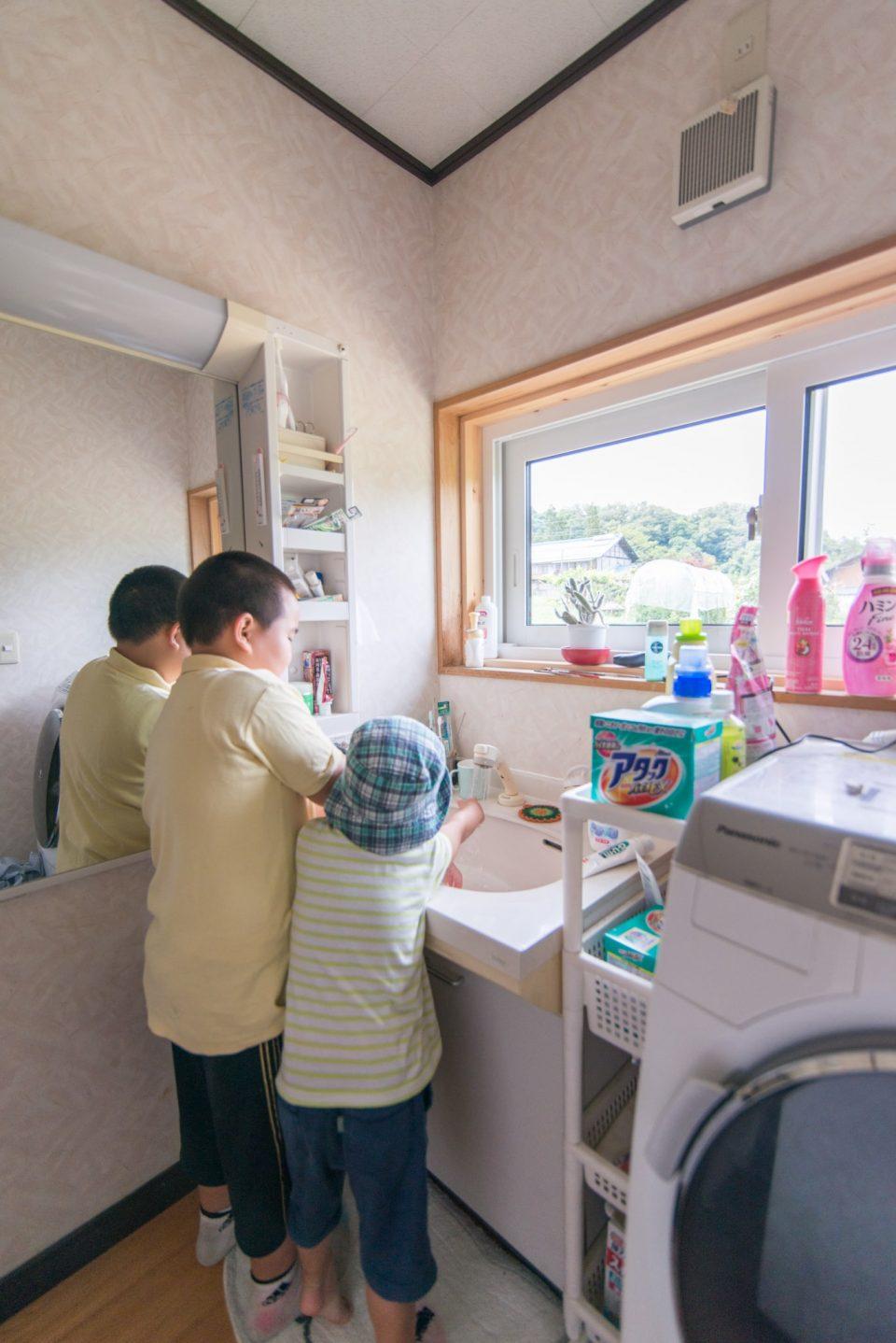 洗面所は内装には手を加えずに断熱材と断熱サッシで寒さ知らずに
