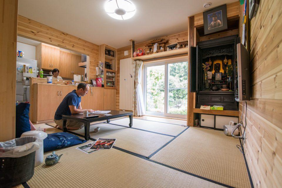 大リビングの奥は対面式キッチン続きの居間です