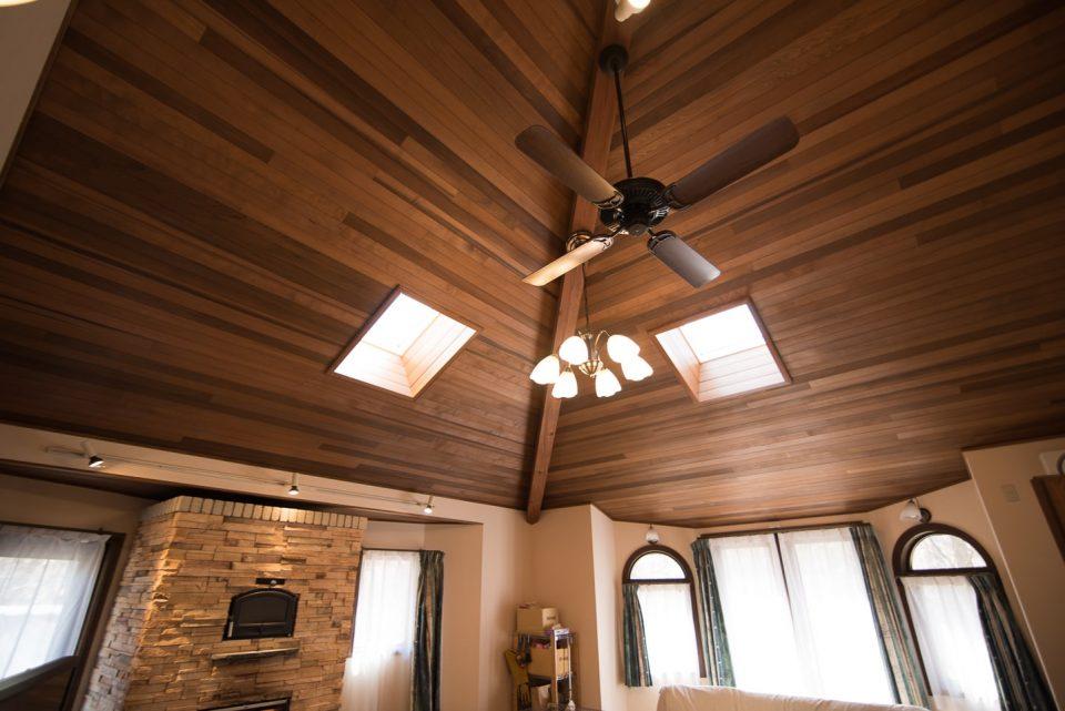 斜め天井に300㎜の引き込みグラスウール