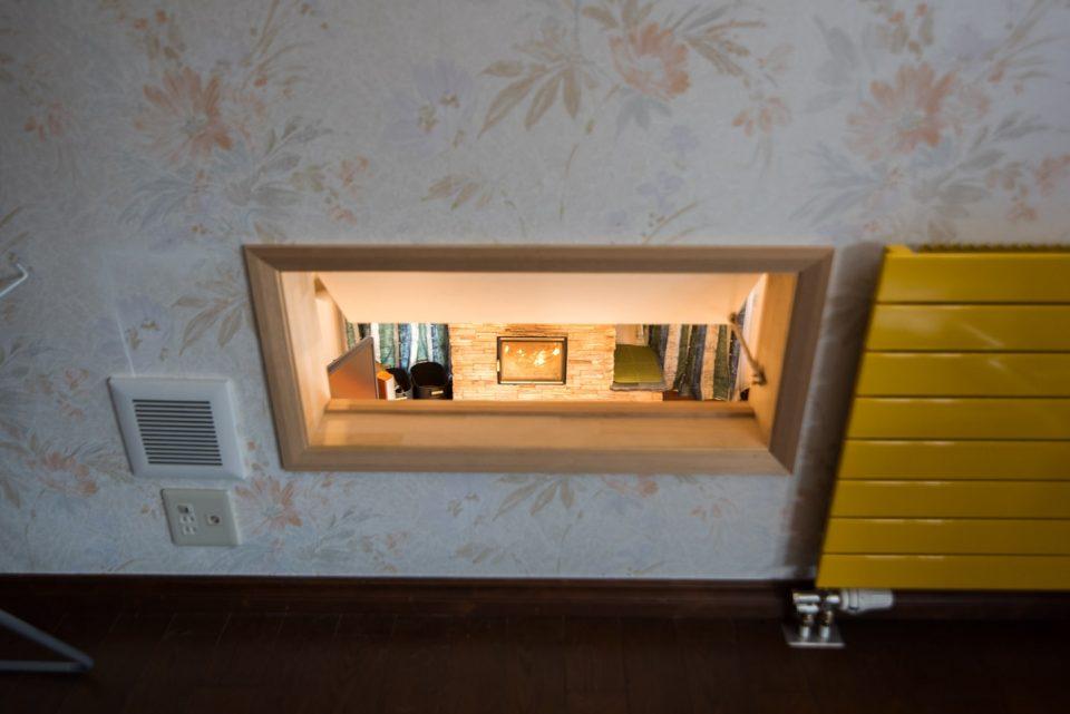 二階寝室、吹き抜けからストーブの熱を取り入れる穴