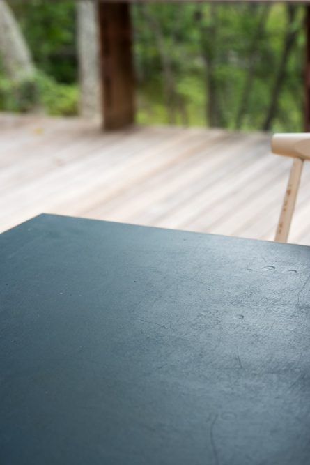 質感の良いアンティークなテーブル