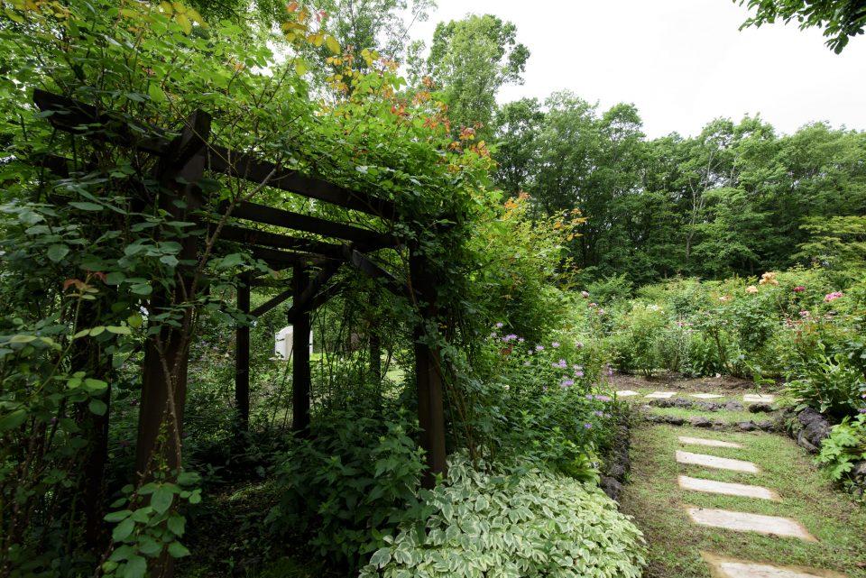 お庭に設置されたパーゴラ
