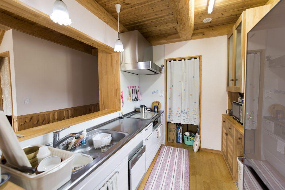 キッチン奥にも大容量の収納