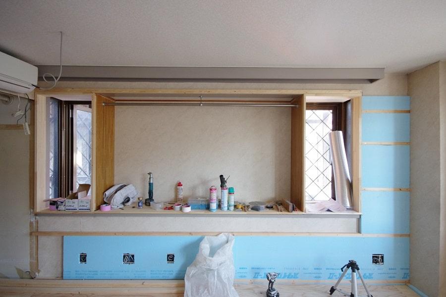 居室:リノベーション中。壁に断熱材を付加