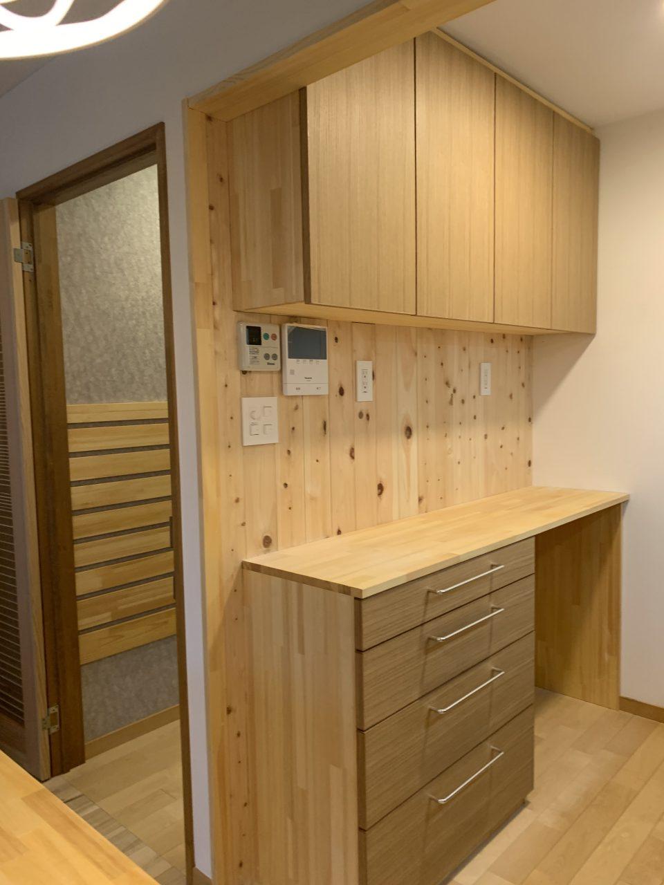 家電・食器棚は造作にて。ごみ箱スペース、ちゃんとあります