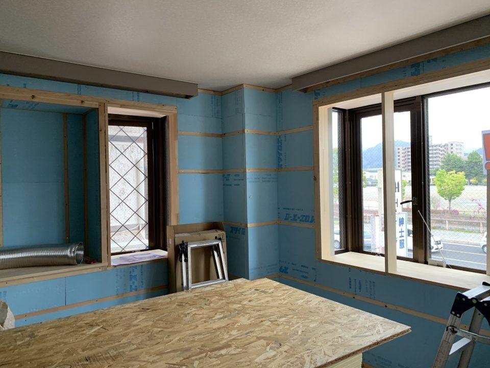 外壁の断熱材:スタイロエースⅡt=40㎜(2021.4.28現在:工事中)