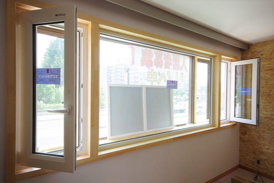 窓:2021.5.15現在。窓サッシは断熱・気密性に優れるシャノン製