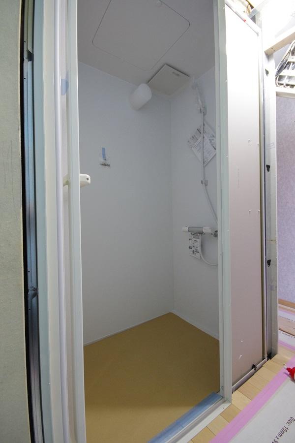 シャワーユニット:既存の浴槽は取り外しました