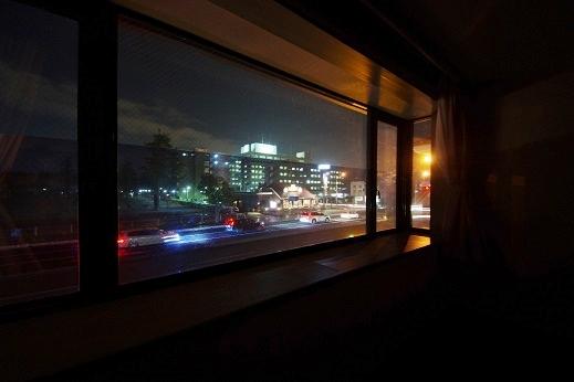 その他:出窓からの夜の眺め