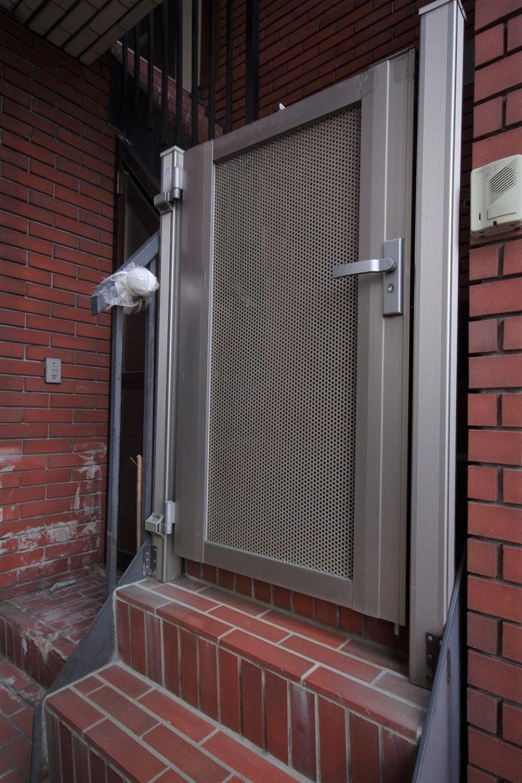設備:201号室の門扉あり。階段はやや急