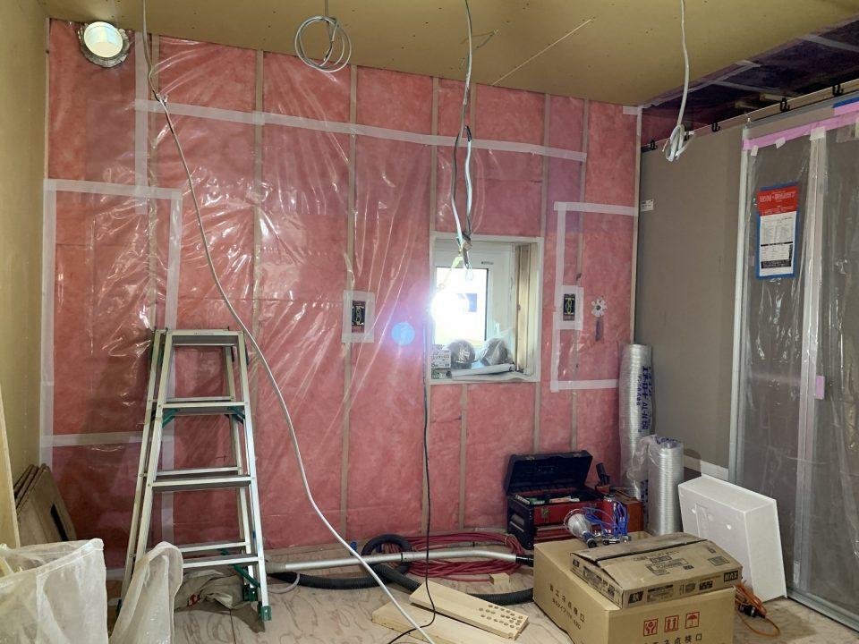 施工中:こちらはトイレ~洗面所~バスルームになります
