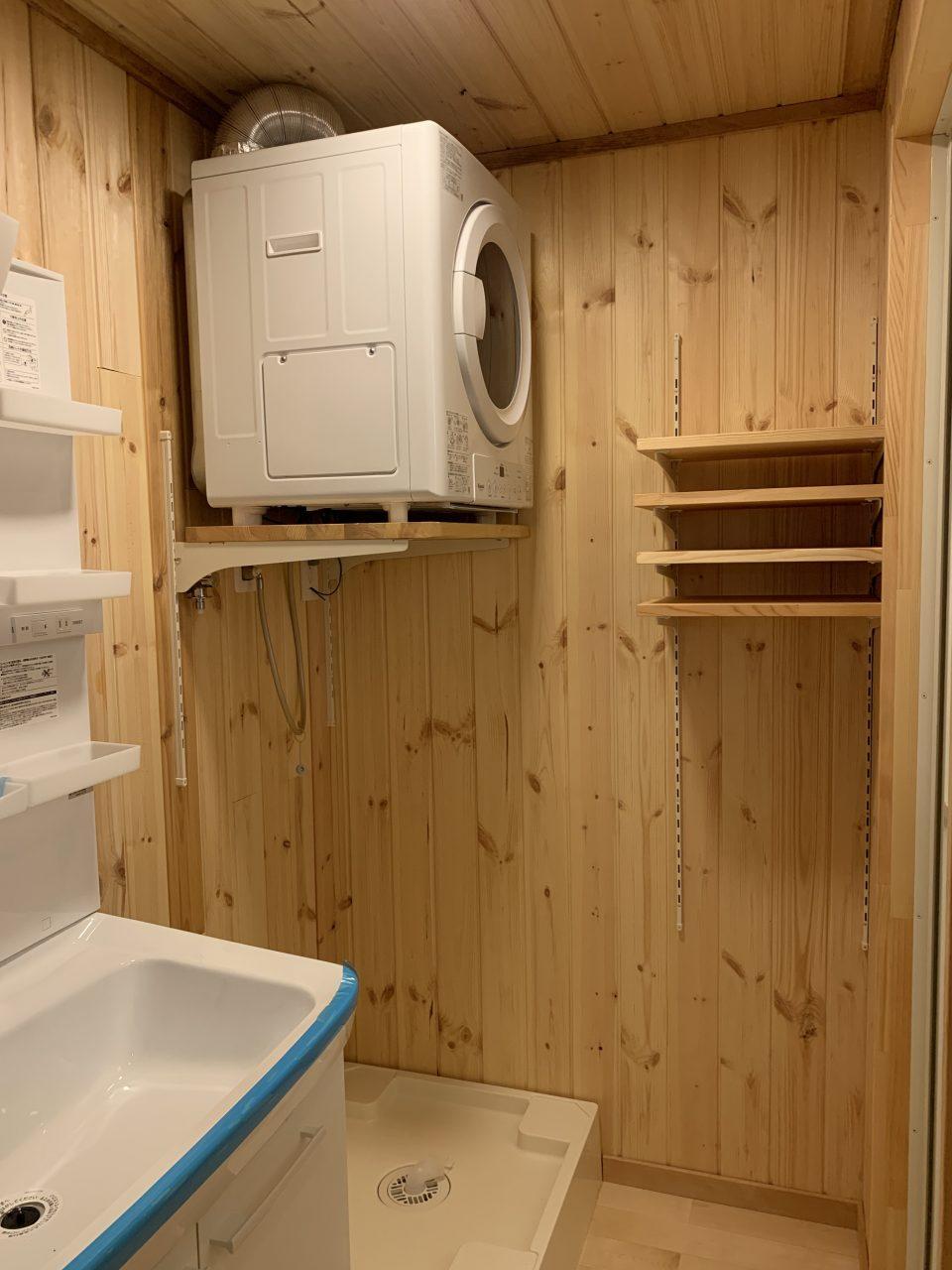 洗面脱衣室。ガス乾燥機・乾太くんあり(長野都市ガスとの契約が必要です)