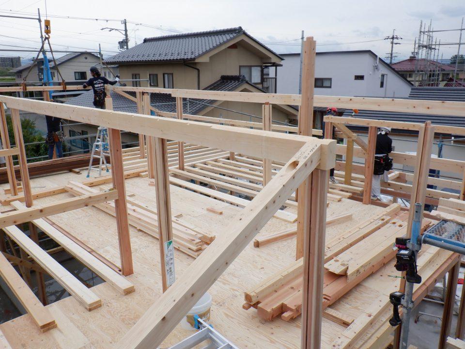 総二階建てではなく、2階は低め(勾配天井)