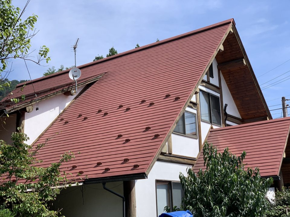 木の家と赤い屋根はけっこう相性いいですよねー