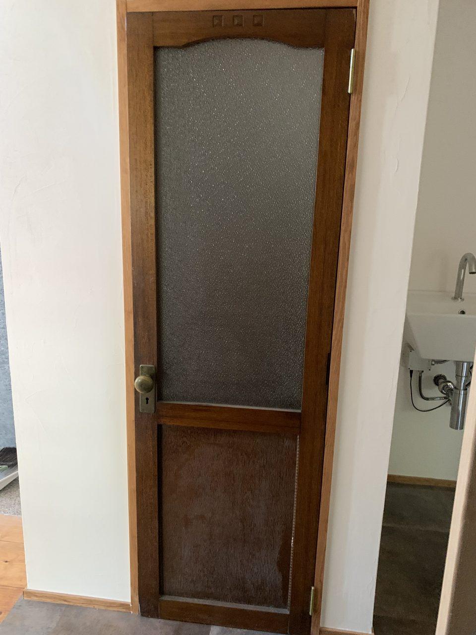 こちらもアンティークドア。