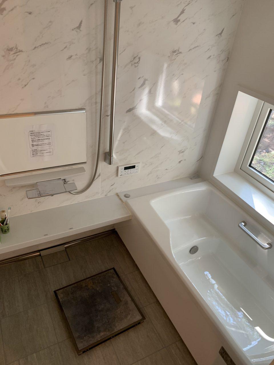 浴室はタカラのユニットバス。
