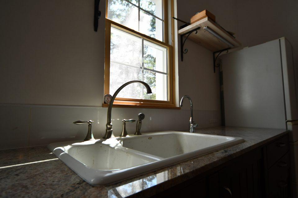 調理師の奥さんのニーズに応えたキッチンは、見た目優先ではなく、作業性を重要視して作られている。