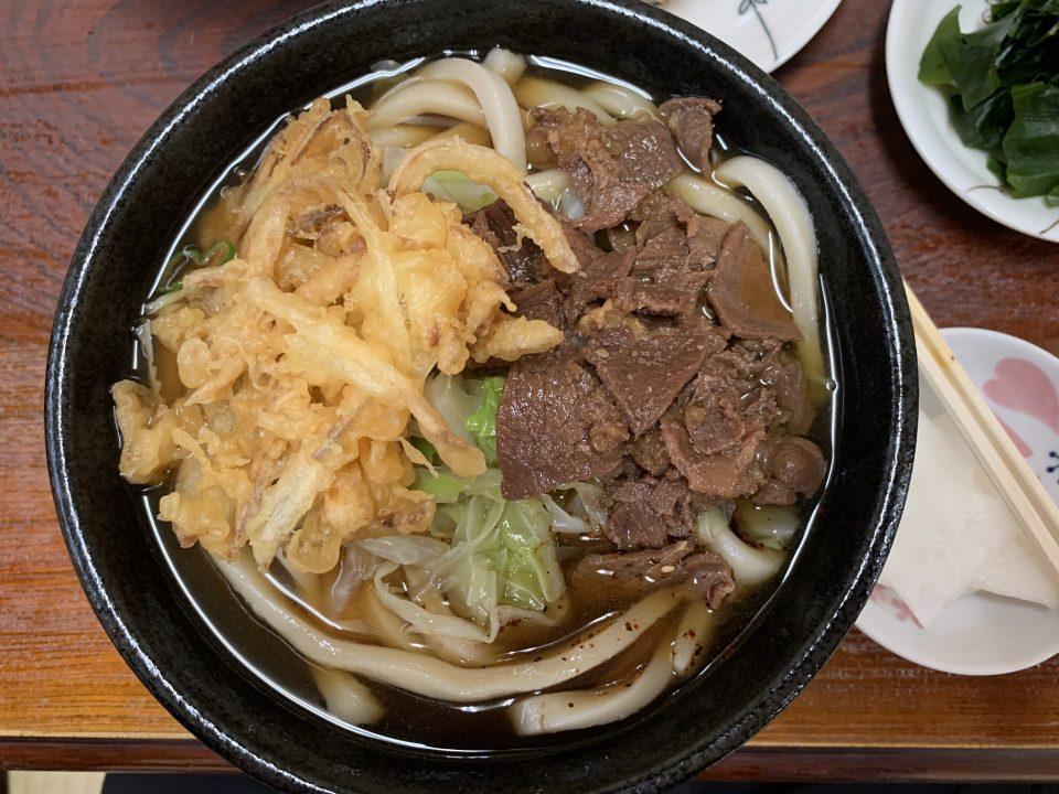 肉天うどん650円ナリー 安くてうまい、腹持ちバツグン。 夕食の省略可。