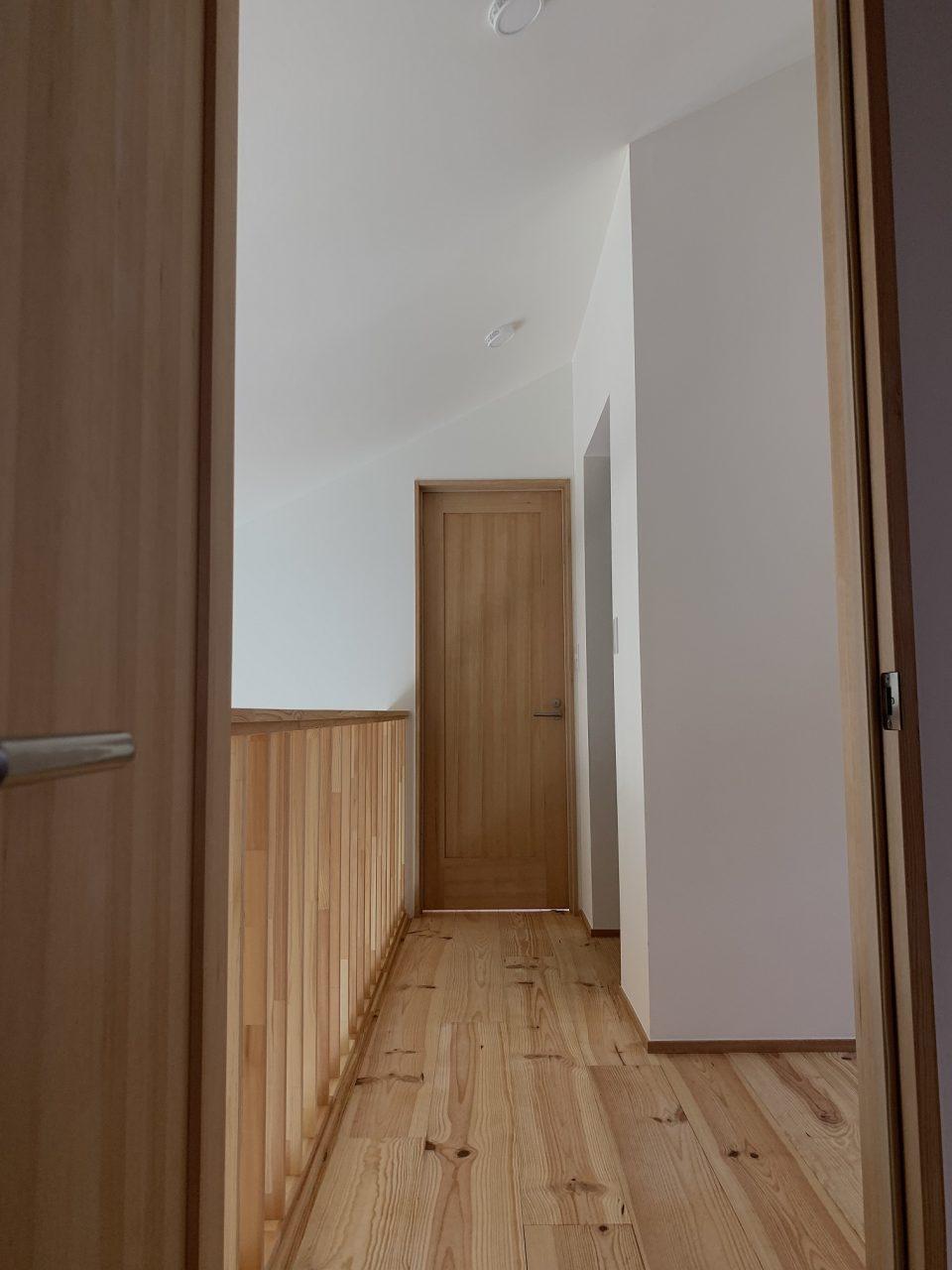 ドアの高さなどに注意しながら高さを設定することになる。