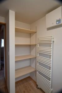 洗面脱衣室にはこの程度の棚スペースを確保したい