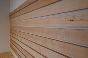 板と板の間には、20㎜厚の飾り台用の板を任意に差し込んでデコってください