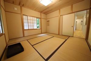 元の姿を保たせながらも綺麗に整わせた和室。