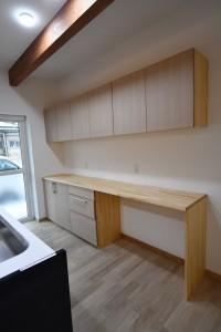 キッチン家電・食器棚<br /> L=2700㎜<br /> ゴミ箱スペースを広く確保