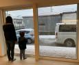 降り積もる雪。だけど寒くない。普通の寒い家だとありえない風景
