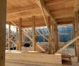 2階の空間。梁をあらわしで合板天井(仕上げ)