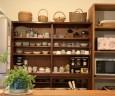 先代から引き継いだ食器棚を再利用