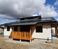 南面:軒の出は深く、低く・屋根:ガルバリウム鋼板立平葺き・長期優良住宅/耐震等級3