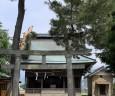 この家の北側には神社がある