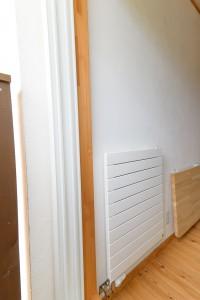 49二階廊下のパネルヒーター