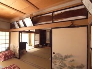 12 リフォーム前 .日本の和室らしいふすまや欄間は