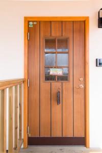 10.木製の玄関ドア