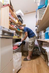 16 キッチン奥には抜群の収納力を誇るパントリーがあります