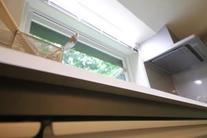 生活感の出るキッチンもお洒落な絵に収まる設計には脱帽。